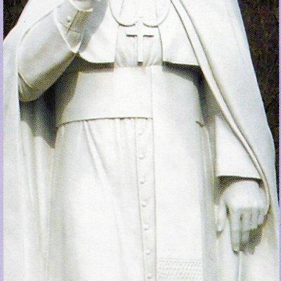 la statua del santo nel piazzale