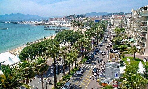 La Croisette, que debe su prestigio internacional igualmente conocido Festival de Cine de Cannes
