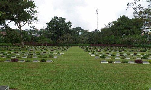 Graven van gesneuvelde soldaten uit diverse landen