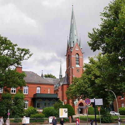立派な尖塔を持つ教会