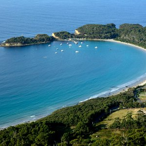 Pirates Bay looking to The Blowhole, from Eaglehawk Hanggliding Lookout.