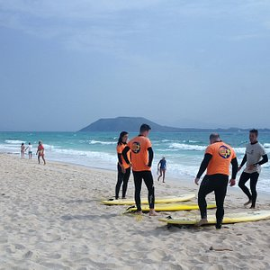 duna corralejo....y isla de lobos! buena vista para empezar surf!