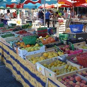 Nyons Provencal Market, fruit and vegetibles