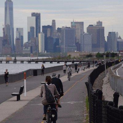 Rückfahrt von Little Odessa in Coney Island und Blick auf die Skyline von Manhatten