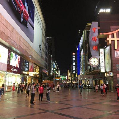 Locals and visitors alike, it's a mall w/ something for everyone
