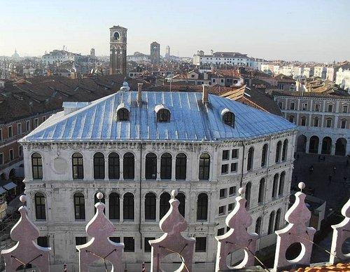 Palazzo dei Camerlenghi dalla Terrazza panoramica del Fondaco dei Tedeschi