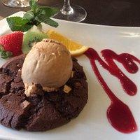 Dessert : cookie tiède et moelleux tout chocolat et glace caramel beurre salé