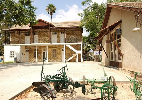 The special life of the kibbutz in all aspects and ways of life.