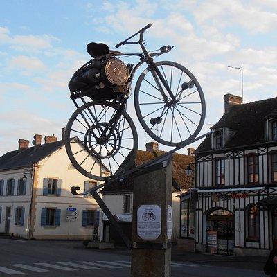 Sculpture de la premiere moto