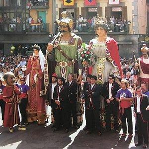 Die kleine und die große Version der Giganten von Sant Roc