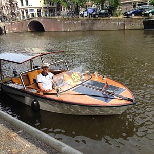 VIP Canal tour in Ambolux classic ecoboat