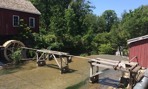 Decew Falls and hiking trails.  Also, a working mill and a late pioneer museum.