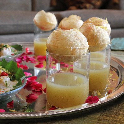 Pani puri in Jaipur with Vasudha - Traveling Spoon