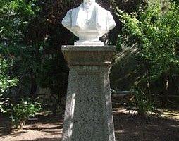 Monumento a Raffaele Lucente
