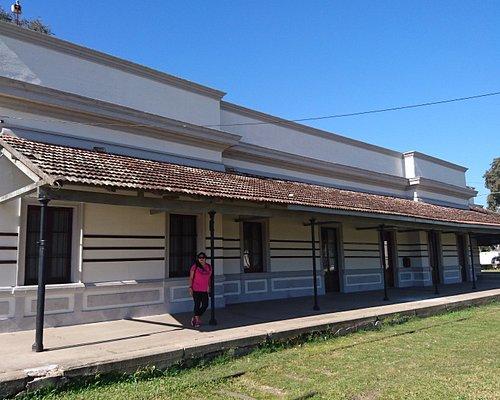 La vieja estación. En los galpones se encuentra el museol. Comparte el parque con el sambodromo