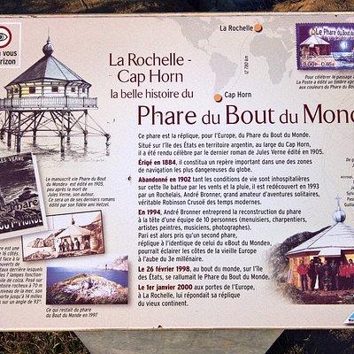 Le détail de l'histoire du phare raconté sur la plaque située à la Pointe des Minimes