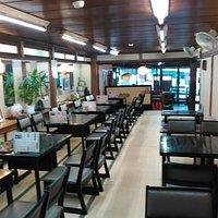 近江屋 店内 昔は椅子席では無かったのですが、昨今のお客様要望からこの様に変更したそうです(^◇^)