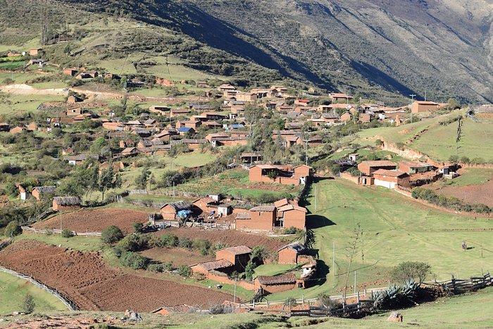 El poblado cerca al mirador del condor en Cusco