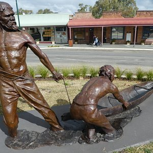 Yarri and Jacky Jacky Sculpture