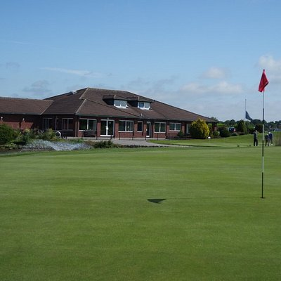 18th Green with Clubhouse