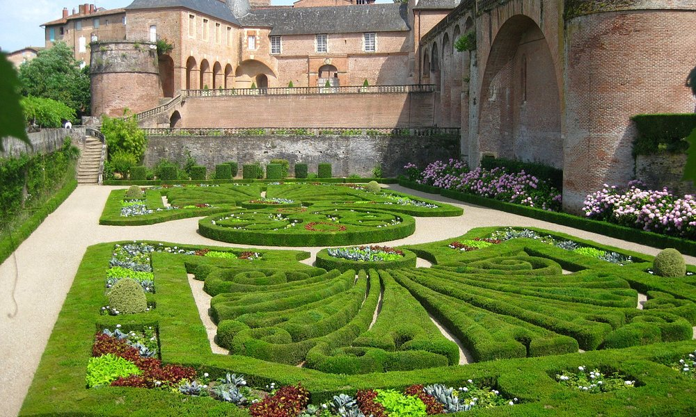 episcopal gardens