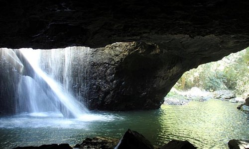 Natural Bridge is an amazing tourist attraction that is only a 45 minute drive from our accomoda