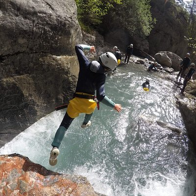 Jump in the canyon !  With Serre chevalier sensation