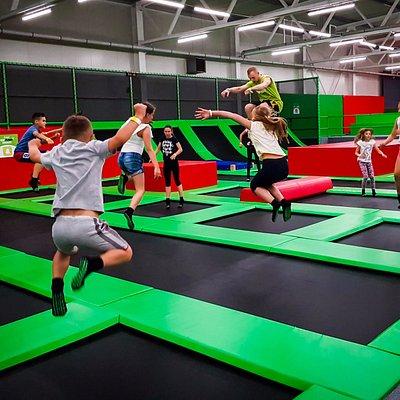 Skoki na trampolinach w GOjump-Mateczny