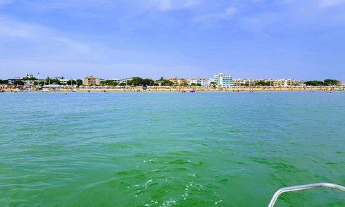 Strand vom Boot aus