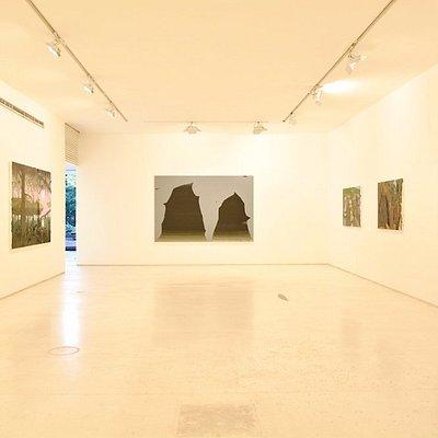dentro da galeria