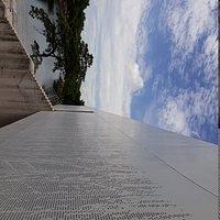 Vista a la laguna de las ilusiones desde la escalinata
