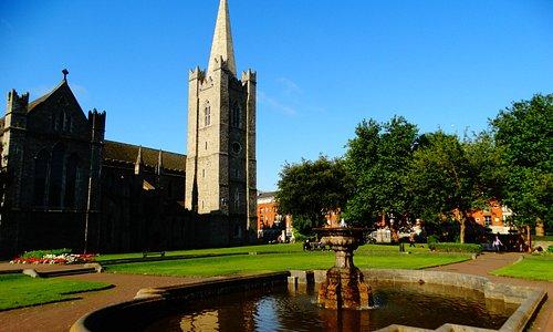 Fontana e campanile, particolare