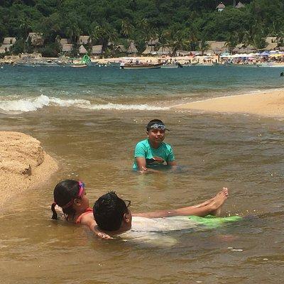 Yelapa Es considerada una playa tranquila En realidad es una mini playa y aquí se aprecia donde