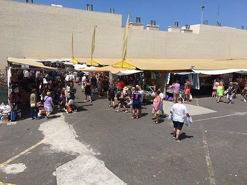 Wekelijkse markt in Los Christianos. Iedere zondag en dinsdag van 09.00 tot 14.00 uur.