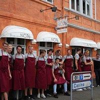 Vi havde besøg af de danske mestrer fra Aalborg Håndbold til en dyst om evner inden for madlavni