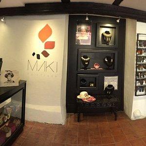 Vista interior completa de la galería.