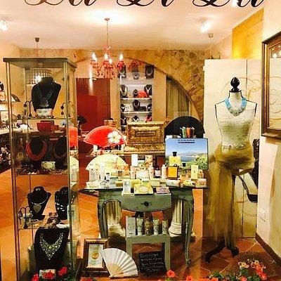 Troverete prodotti Siciliani (profumi,lozione corpo, sapone artigianale, bijoux) Prezzi accessib