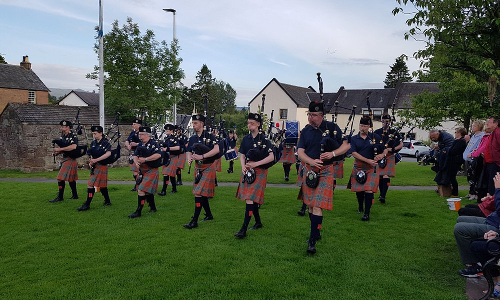 The Strathendrick pipe band visit Drymen every Thursday night between 7-8 and play in the square