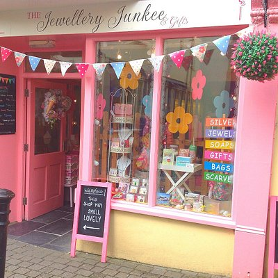 The Pink Shop selling silver, Jewellery, bath bombs, soaps, gifts, bags, scarves & handmade good