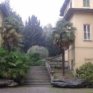 La scalinata per accedere al museo.
