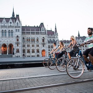 Biking in front of the Parlament