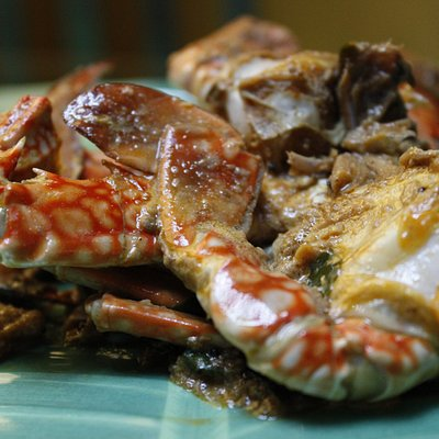 Learn to cook Sri Lankan coconut crab curry in Colombo - Traveling Spoon
