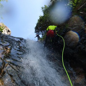 abseiling, jumping, sliding... that's Canyoning,Toscana Adventure Canyoning team,Professional Gu
