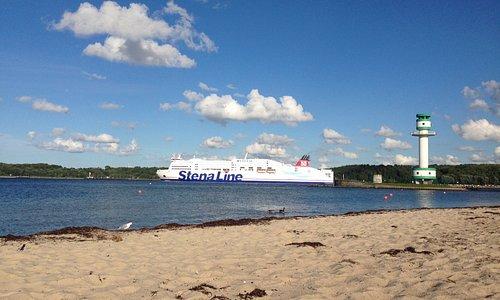 Die StenaLine beim Auslaufen aus der Kieler Förde