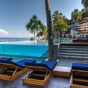 Infinity glass pool