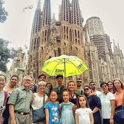 Free Walking Tours Barcelona Gaudi - Runner Bean Tours