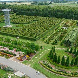 Ogrody Hortulus Spectabilis i największy na świecie labirynt grabowy z lotu ptaka
