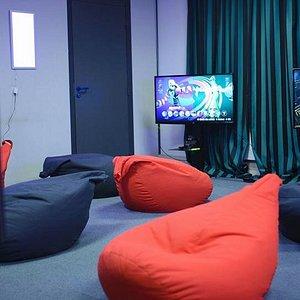 Plusieurs TV à disposition pour jouer à différents jeux