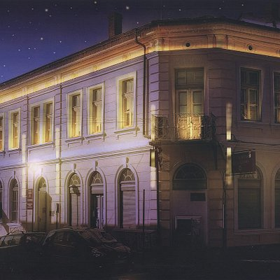 Night-time gallery