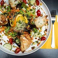 La biquette... Salade de chèvre chaud, sirop de Liège, noix & raisins secs...